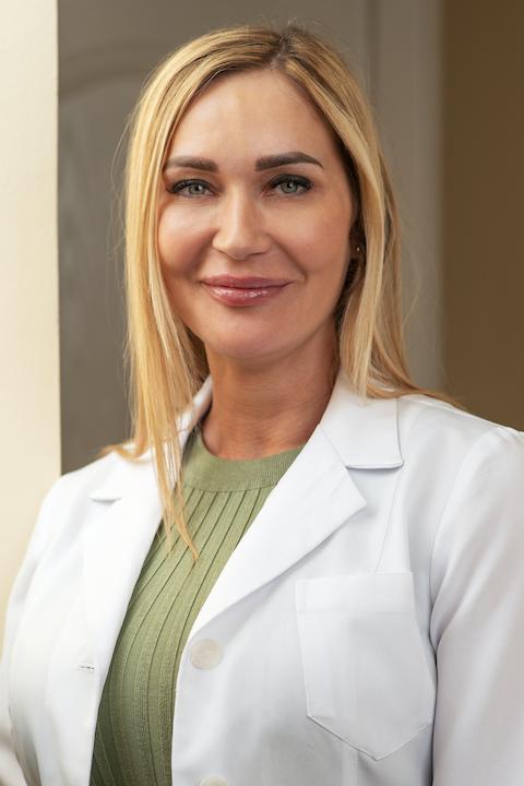 Dr. Benedek Nikolett