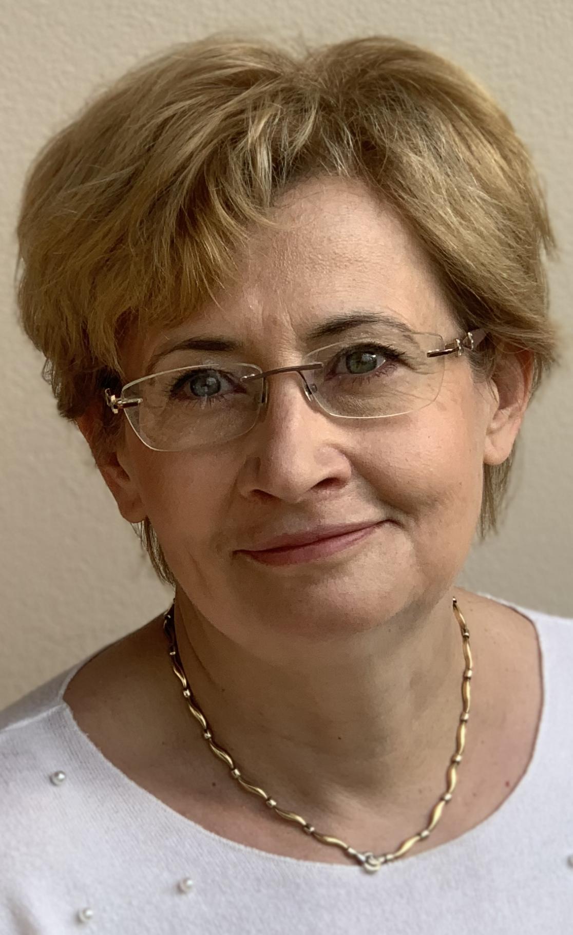 Dr. Bakos Magdolna
