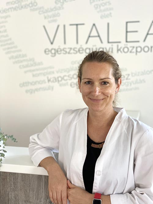 Dr. Voloncs Bernadett