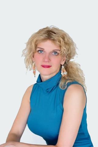 Dr.  Németh  Alíz